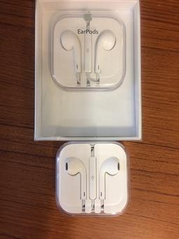 2 Apple Earpods